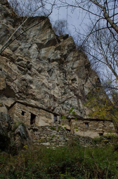 Il villaggio di Barma Mounastira visto dal sentiero