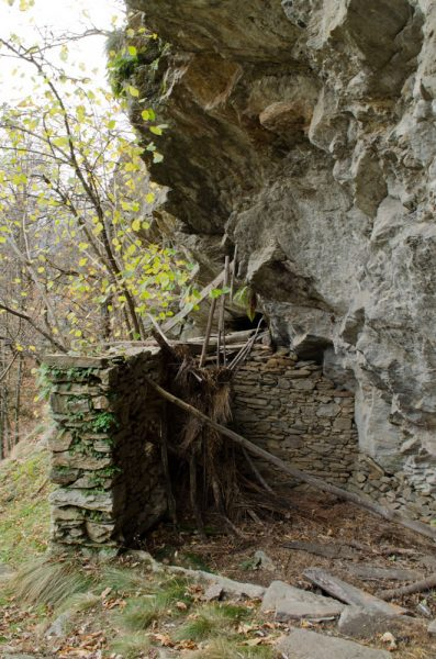 Le ingegnose costruzioni sotto la roccia