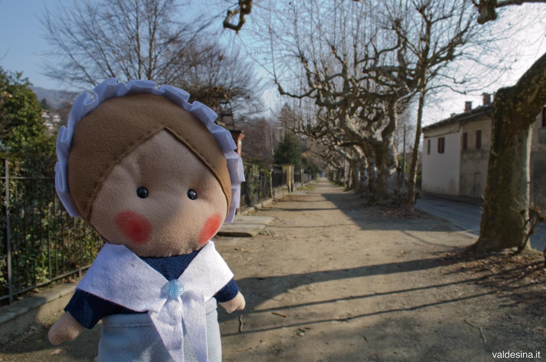 Il corteo arrivava in paese, anche se qui viale Dante non esisteva ancora!