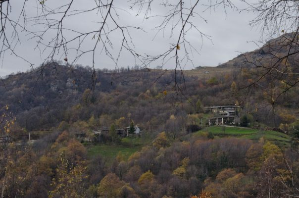 Le case dell'Arvura viste dalla borgata Buonanotte