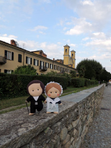 Here we are in front of the Houses of the professors. More behind, you can see the two towers of the temple