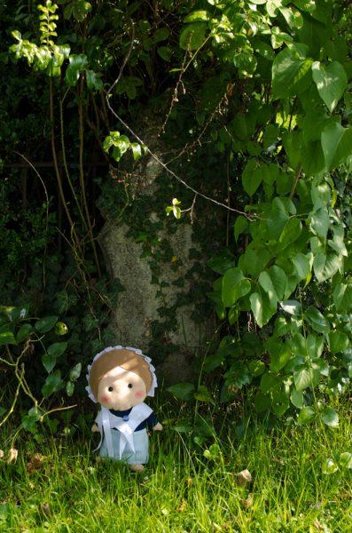 La vegetazione cresce sulle antiche lapidi, ma credo che molto del fascino di questo cimitero sia dovuto proprio a ciò!