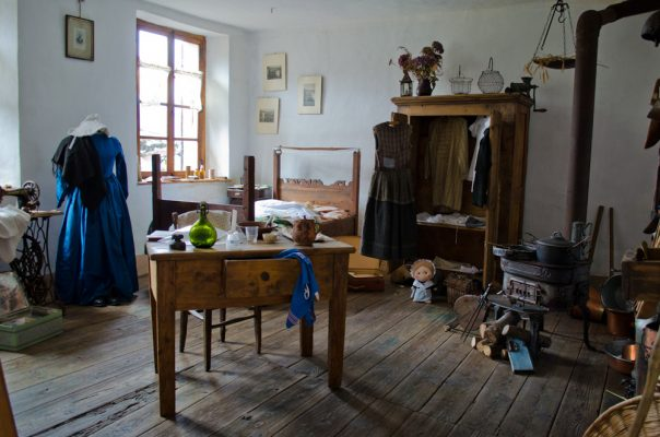 Eccomi nella piccola e accogliente stanza piena di cose interessanti!