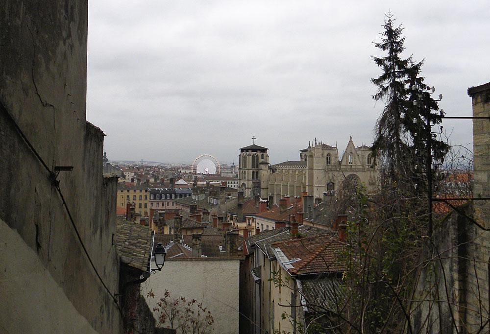 Dalle ripide scale della Montée des Chazeaux si vede un bellissimo scorcio della città.