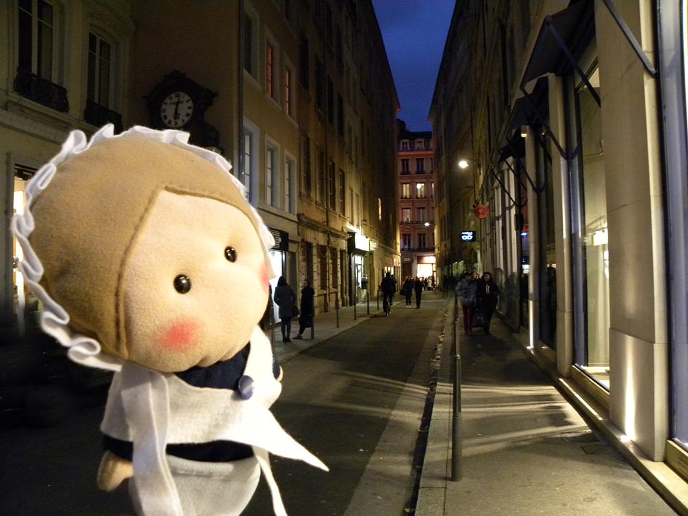 Ecco la strada dove viveva Pietro Valdo! Oggi si chiama Rue de la Poulaillerie ma ai suoi tempi si chiamava Rue Vandran. Fu chiamata per molto tempo Rue Maudicte dopo la sua espulsione.