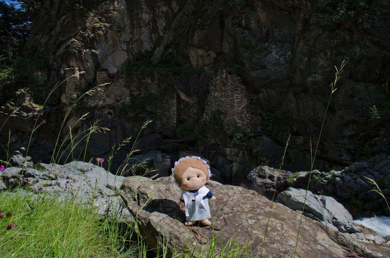 Sulle rive del Germanasca, presso le rovine del biâl dâ Diaou...