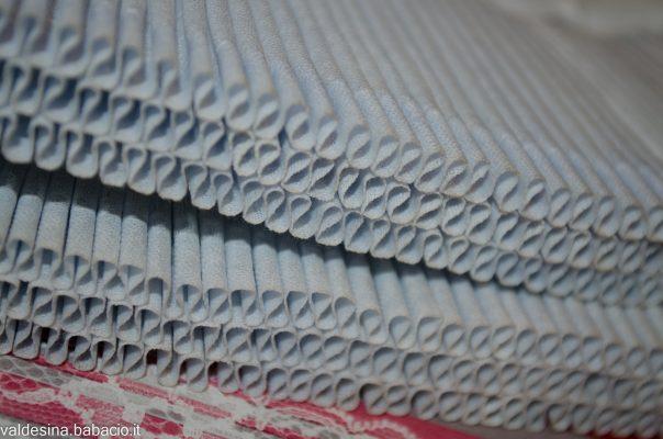 Che cos'è l'azur? Si tratta di palline celesti che un tempo, quando si lavava con la cenere, davano un tocco azzurrino per dare l'impressione che il bucato fosse più bianco.